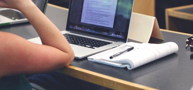 Jak Uniwersytet Ekonomiczny w Katowicach wykorzystuje monitoring Internetu – WYWIAD