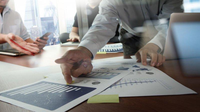 Grafika do wpisu na temat zarządzania wydarzeniem przy pomocy Brand24.